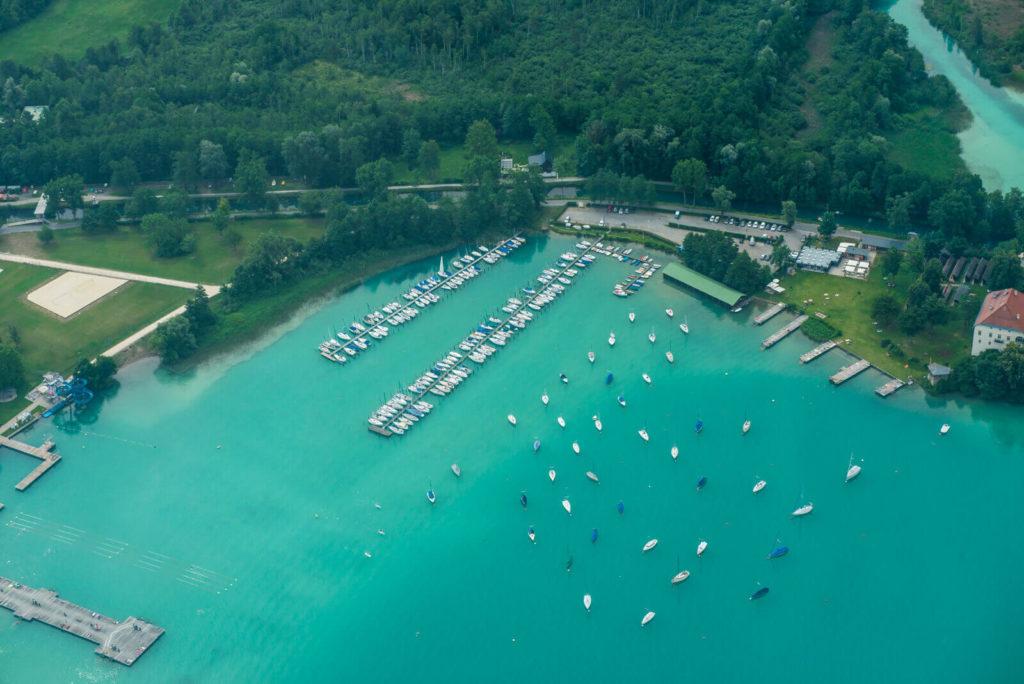 See mit Booten aus der Vogelperspektive